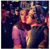 Harry-styles-taylor-swift-kissing-nye-pic