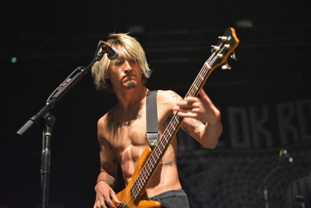 File:ONE OK ROCK Back to the Future Hearts 2015 07.jpg