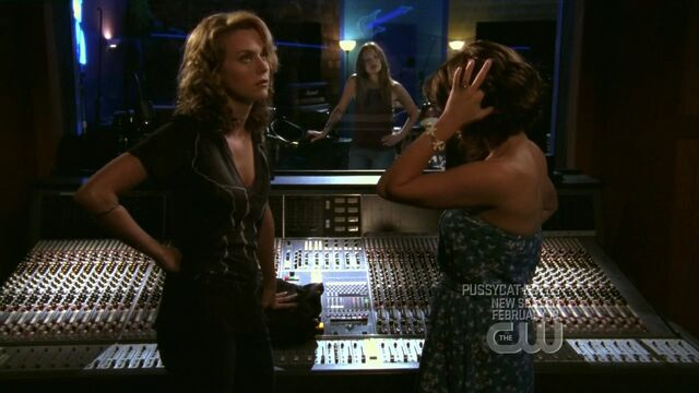 File:506 l listens as p talks about her.jpg