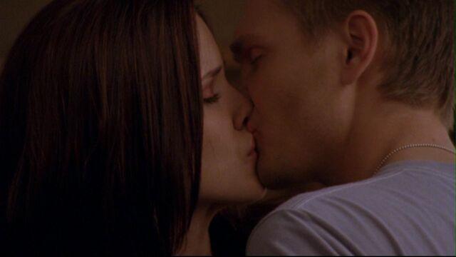 File:223 l kisses b.jpg