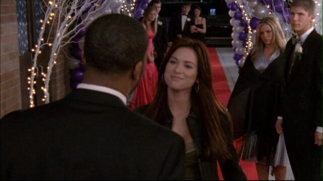 File:416 r gets her own back at prom.jpg