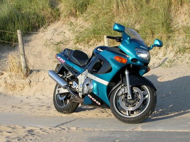 File:Kawasaki ZZ-R 600.jpg
