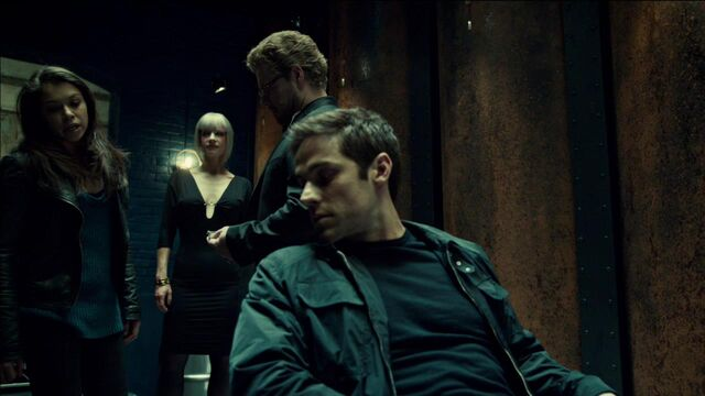 File:OrphanBlackS01E07-2032.jpg