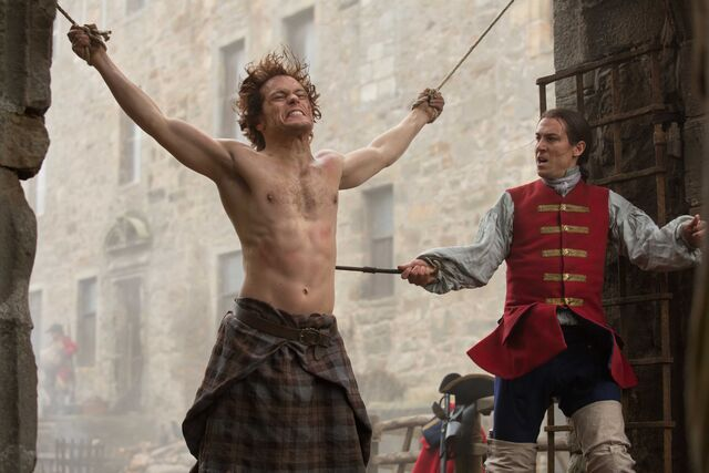 File:Sam+Heughan+as+Jamie+Fraser+and+Tobias+Menzieas+as+Capt+Black+Ja.jpg