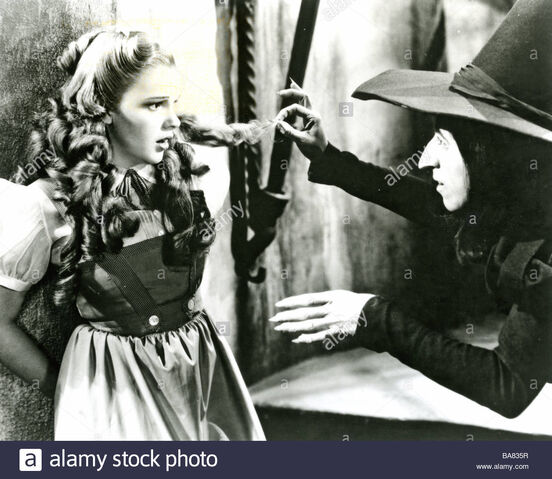 File:The-wizard-of-oz-1939-mgm-film-with-judy-garland-as-dorothy-and-margaret-BA835R.jpg