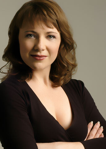 File:AileenQuinn-arms20crossed.jpg