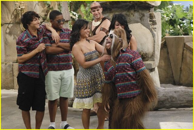File:Mitchel-musso-wild-things-kelsey-chow-teen-vogue-03.jpg