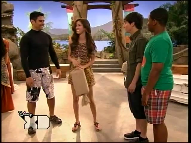 File:Pair Of Kings S02E08 How I Met Your Brother 149.jpg
