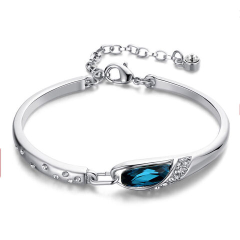 File:Hayley (Family Bracelet).jpg