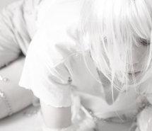 File:Albino-girl-model-pale-snow-167825.jpg
