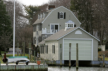 File:Haunted places amityville.jpg