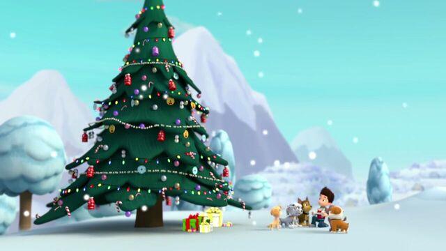 File:PAW.Patrol.S01E16.Pups.Save.Christmas.720p.WEBRip.x264.AAC 1358490.jpg