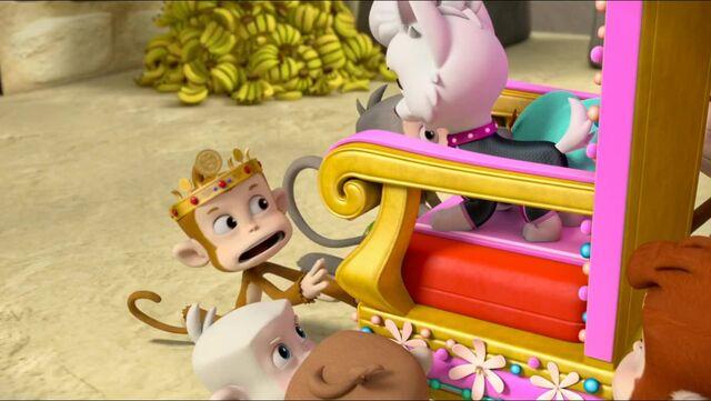 File:Royal Throne 58.jpg
