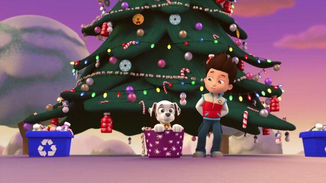 File:PAW.Patrol.S01E16.Pups.Save.Christmas.720p.WEBRip.x264.AAC 153820.jpg