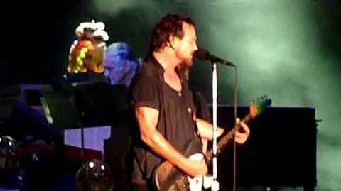 PEARL JAM new song *LIGHTNING BOLT* live in Chicago @ Wrigley Field 7 19 2013 HD