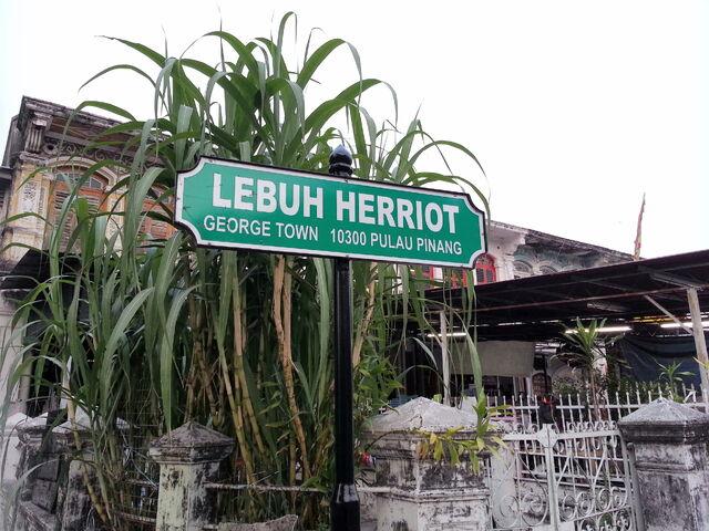 File:Herriot Street sign, George Town, Penang.jpg