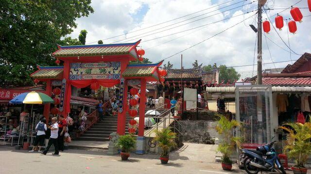 File:Penang Snake Temple.jpg
