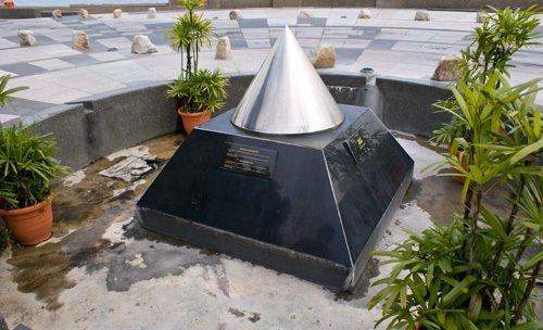 File:Esplanade, George Town, Penang (Millenium Monument).jpg