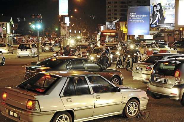 File:Traffic congestion at Kelawai Road, George Town, Penang.JPG