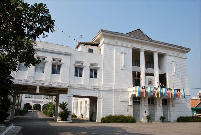 File:Convent Light Street, George Town, Penang-0.jpg