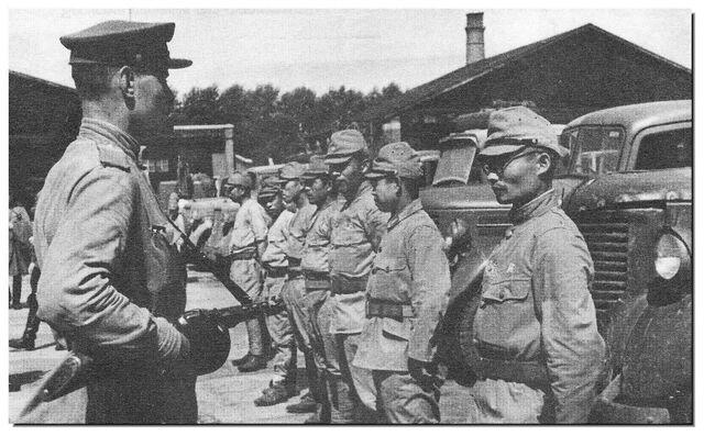 File:Soviet soldier guarding Japanese POWs in Manchuria, 1945.jpg
