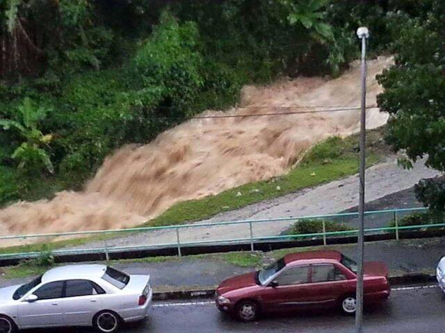 File:Paya Terubong flash flood 2015, Penang.jpg