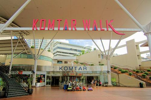 File:KOMTAR Walk, George Town, Penang.jpg