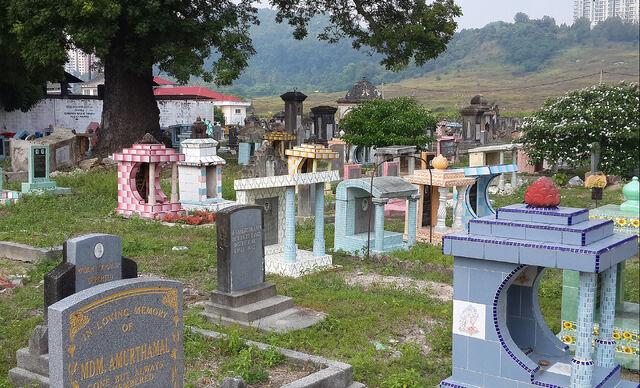 File:Batu Lanchang cemetery, George Town, Penang.jpg