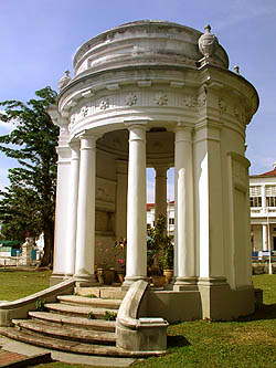 File:Captain Francis Light memorial, St. George's Church, George Town, Penang.jpg