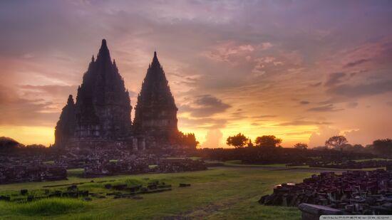 Prambanan-sunset 00444377