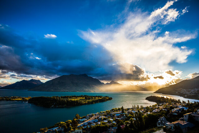 File:Queenstown-at-sunset-1.jpg