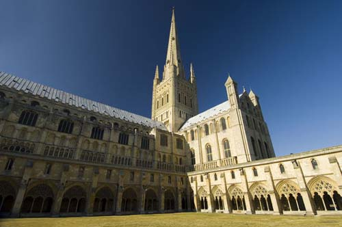 File:Norwich Cathedral.jpg