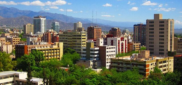 File:A typical view of Mendoza City full of trees and big mountains..jpg