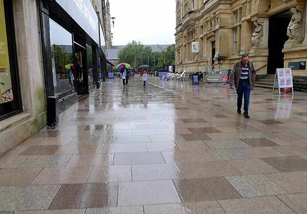 File:Rainy-bank-august-bank-holiday-cardiff-03.jpg