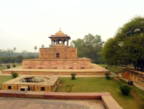 Mausoleum-of-nithar-begum-allahabad-by-nikhil