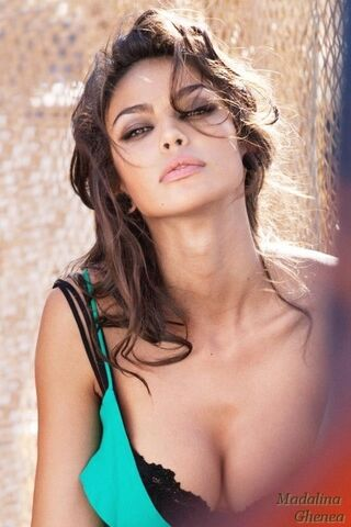 File:Madalina-Diana-Ghenea-model-famous-romanians-beautiful-women-Romania-romania-32288310-500-750.jpg