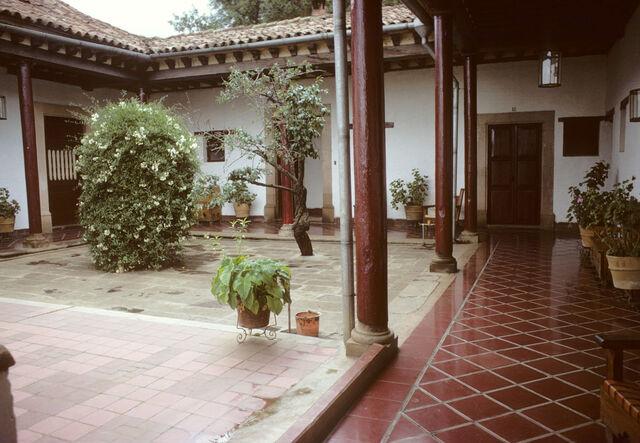 File:Hotel courtyard beautiful.jpg