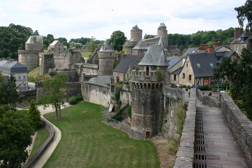 File:Chateau-de-fougeres-fougeres-f1375.jpg
