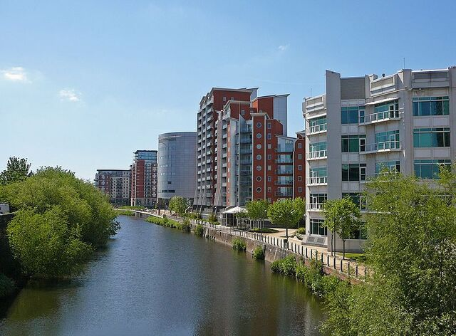 File:River Aire waterfront apartments.jpg