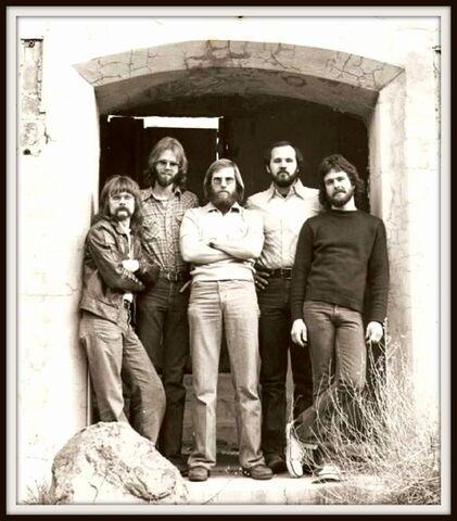 File:Petra 1977 o 1978.jpg
