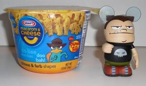 Vinylmation Buford and Agent P mac & cheese