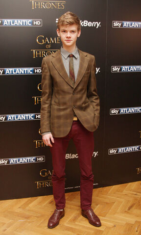 File:Thomas Sangster-2013.jpg
