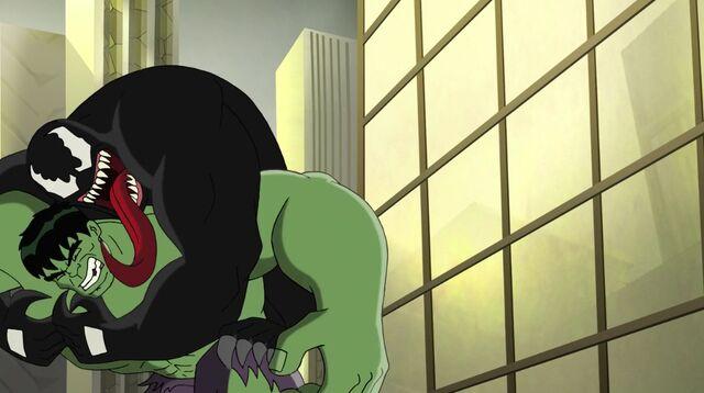 File:Venom taking Hulk down.jpg
