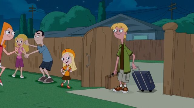 File:Candace running up to Jeremy.jpg
