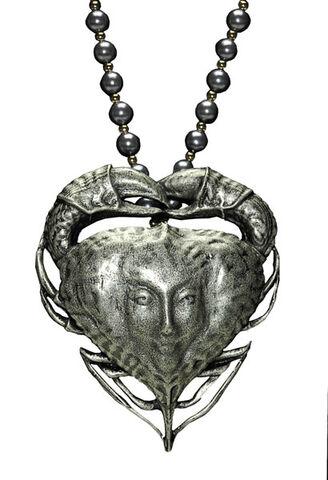 File:Tia Dalma-Necklace.jpg