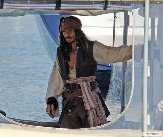 File:Pirates3CaptainJackComingOnSet.jpg