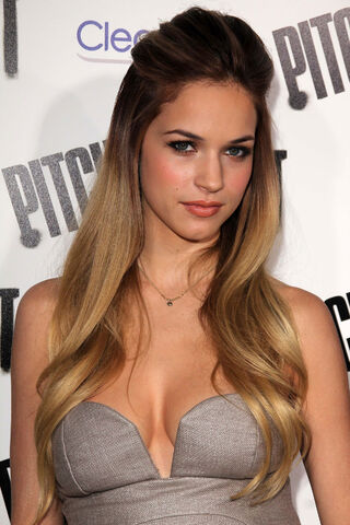 File:ALEXIS-KNAPP-at-Pitch-Perfect-Premiere-in-Los-Angeles-8.jpg