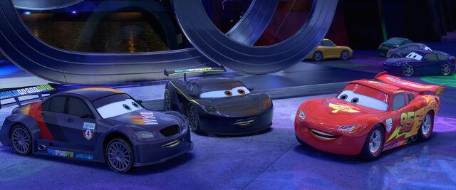 File:Cars 2 - szenenbild 03.jpg