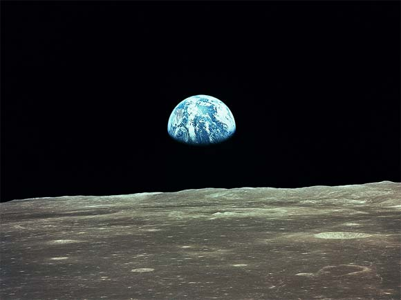 File:Earth-from-moon.jpg