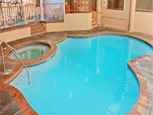 File:P51 Best Western Pool.jpg